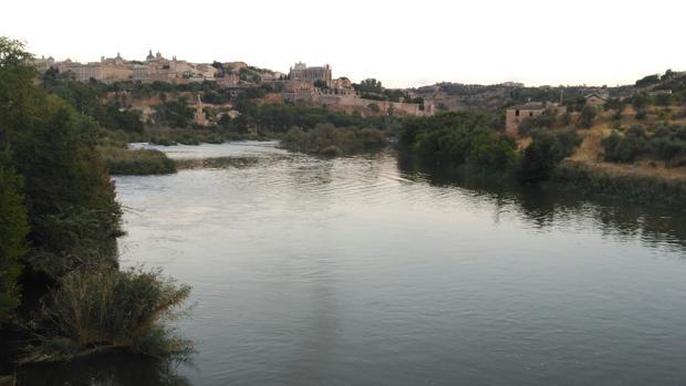 Imagen del río Tajo a su paso por la ciudad de Toledo