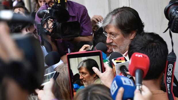 Pérez Tapias: «El partido está roto. Una parte habla de moción de censura a Sánchez»