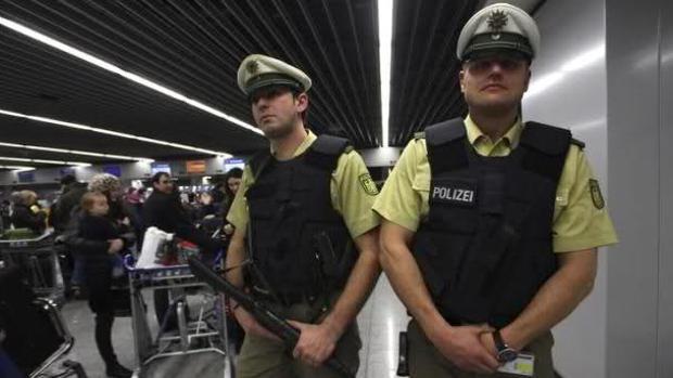 Agentes de seguridad en un aeropuerto de Berlín