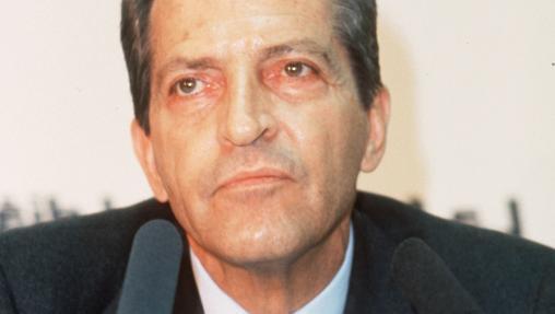 Momento en el que Adolfo Suárez presentó su dimisión ante los españoles