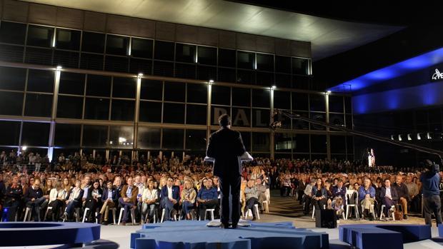 El presidente de la Xunta en funciones, Alberto Núñez Feijóo, durante un mitin en La Coruña