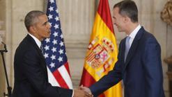 Julio de 2016: Felipe VI saluda al presidente de los EE.UU., en el salón de las Columnas del Palacio Real, en su primera visita oficial a España