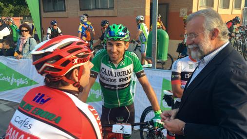 Jaime Ramos con el ciclista talaverano David Arroyo