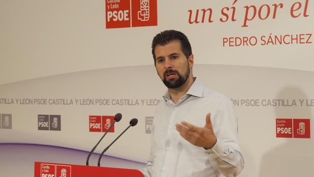 Luis Tudanca, durante la rueda de prensa en la sede regional del PSOE