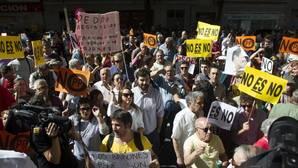 Una urna sin control detrás de un cartel desató la ira de los críticos
