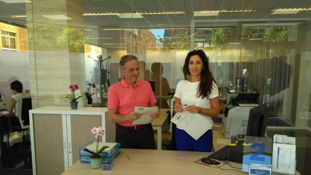 Francisco Galvañ e Isabel Butrón, en el momento de la firma del acuerdo de donación