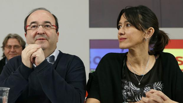 Núria Parlon, junto al primer secretario del PSC, Miquel Iceta