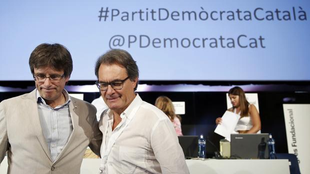 Puigdemont y Mas, durante el congreso fundacional del PDECat el pasado julio