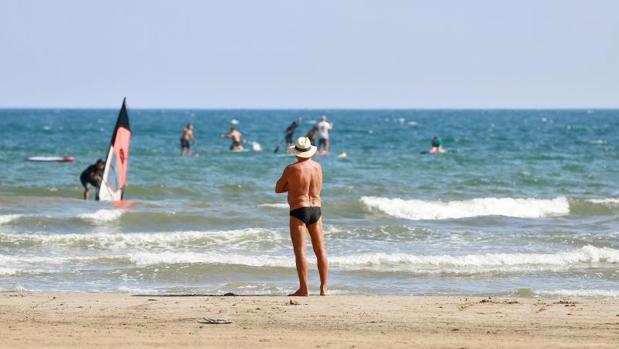 La playa de La Malvarrosa (Valencia) esta mañana