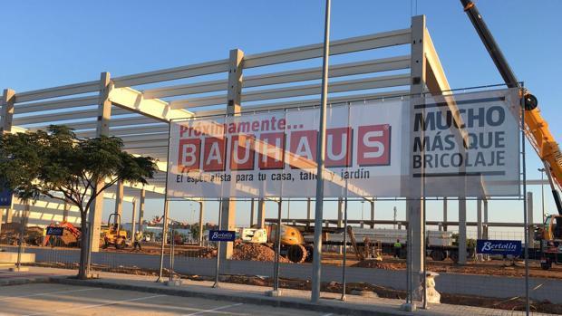Imagen de las obras de la tienda de Bauhaus en Alfafar