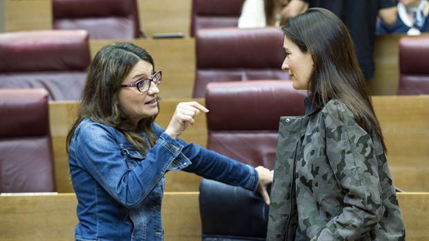Imagen de Oltra con la conseller Montón