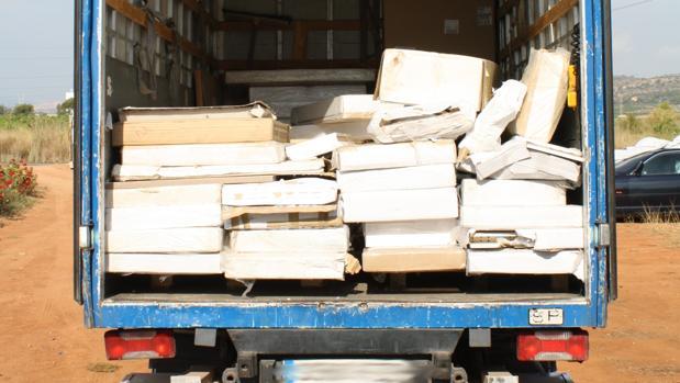 Uno de los camiones de mercancía incautada de la organización criminal de Castellón