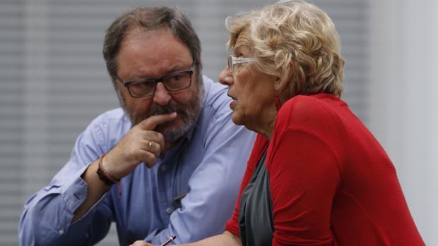 El edil de Seguridad, Javier Barbero, y la alcaldesa de Madrid, Manuela Carmena