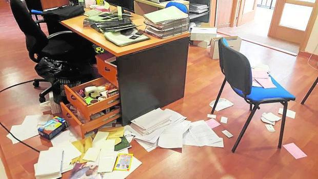 El Ayuntamiento de Burguillos abre este miércoles al público tras el robo