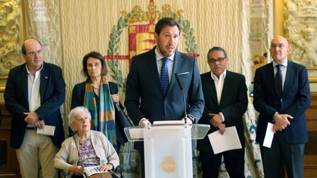 El alcalde Óscar Puente, ayer, durante una rueda de prensa