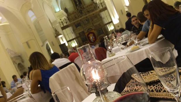 Más de 150 personas participaron en la última «Cena a Ciegas», que se celebró en la iglesia de San Pedro Mártir
