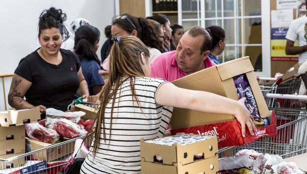 Imagen de uno de los últimos repartos de alimentos en Valencia