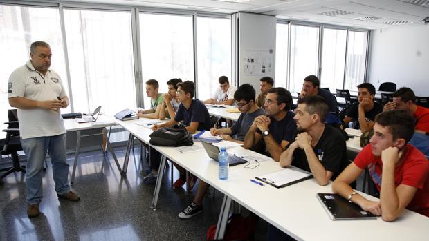 Imagen de archivo de una clase de FP en un centro de Alicante