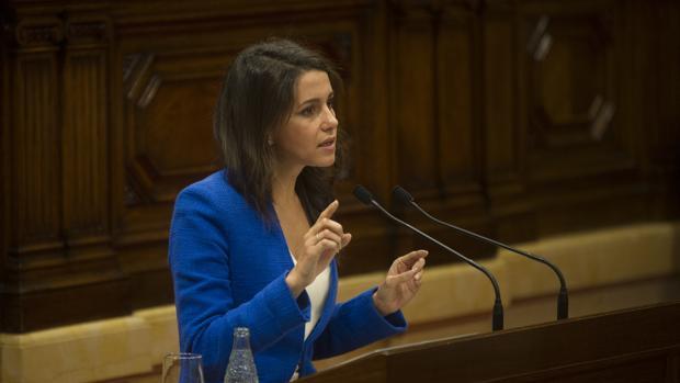 Inés Arrimadas, durante su intervención en el Parlament