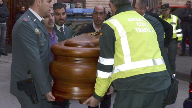 Imagen del funeral por el agente fallecido, José Antonio Pérez, de 54 años