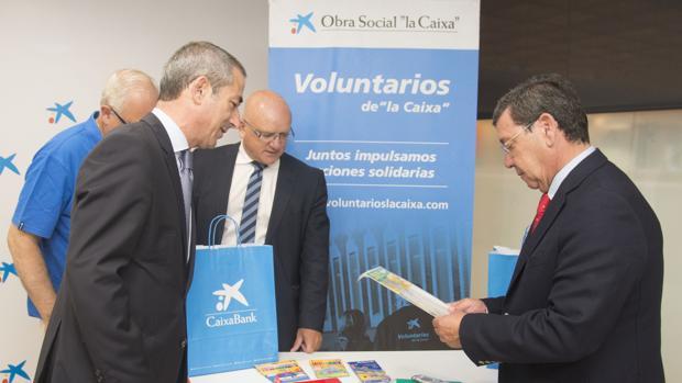 Los responsables de la campaña, con el presidente de la Diputación de Burgos
