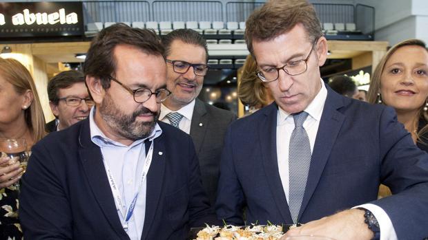 Alberto Núñez Feijóo (d) ayer en Vigo