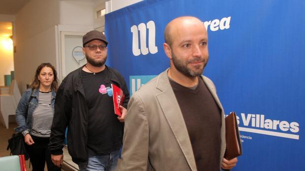 Villares, acompañado en la sede de En Marea por representantes de los trabajdores de la empresa Tecnocom