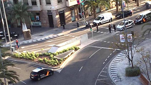 Acceso de la plaza de Luceros acordonado por la Policía, este miércoles