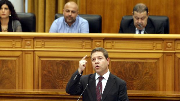 El presidente de Castilla-La Mancha durante su intervención en el Debate sobre el Estado de la Región