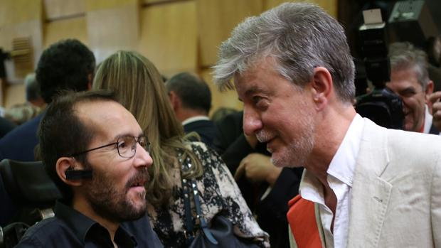 Pedro Santisteve, alcalde de Zaragoza, junto al dirigente de Podemos Pablo Echenique