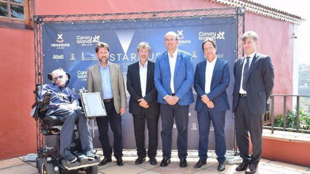 Stephen Hawking con autoridades de Tenerife, La Palma y directivos de las islas