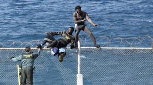 Las vallas de Ceuta y Melilla, garantía contra la inmigración «violenta y masiva»