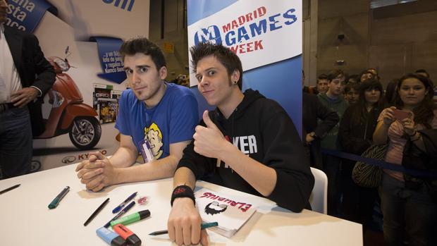 Los «youtubers» El Rubius y Mangel, durante la presentación de un acto