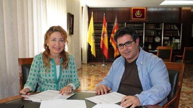 Imagen de Hurtado, a la izquierda, en una firma realizada est miércoles