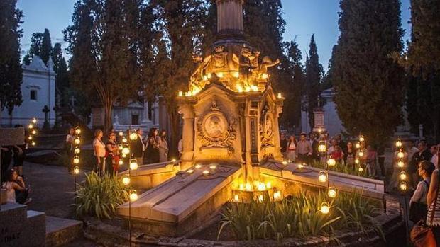 Visitas guiadas al cementerio de San Isidro: paseos de amor y arte