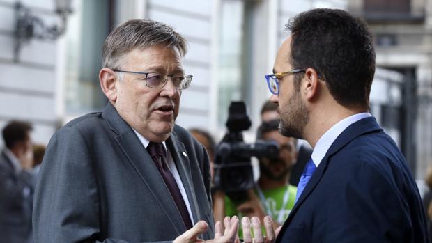Ximo Puig (dcha), presidente de Valencia, y Antonio Hernando, portavoz del PSOE en el Congreso