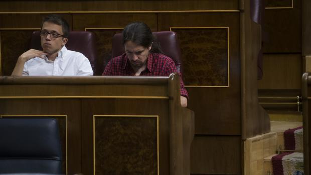 Íñigo Errejón y Pablo Iglesias en el Congreso