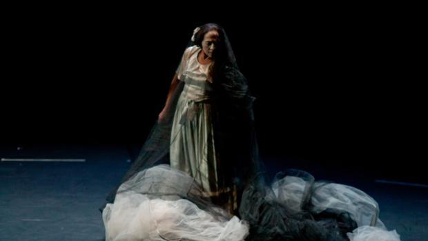 La bailaora, Carmen Cortés durante el espectáculo