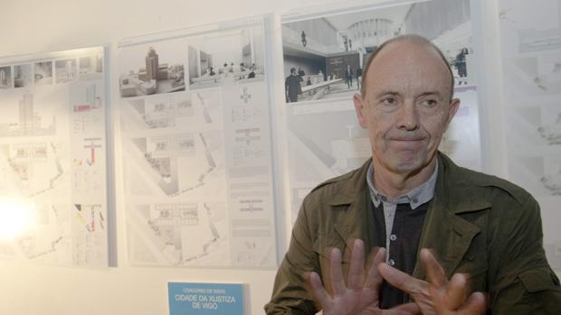 El arquitecto Santiago Penela durante la presentación de la Ciudad de la Justicia de Vigo