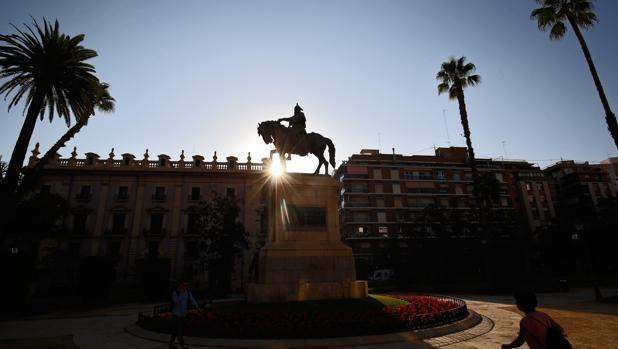 Imagen de la estatua de Jaume I en el Parterre tomada este viernes