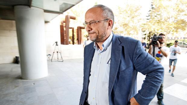 Imagen de Rafa Rubio a su llegada a la Ciudad de la Justicia de Valencia