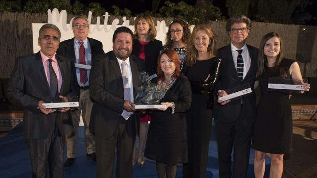 Javier Moliner junto a personalidades del mundo de la cultura y el turismo en la gala de ayer,