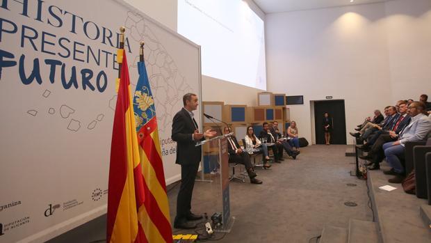 Sánchez, en la clausura de la primera cumbre nacional de diputaciones en Alicante