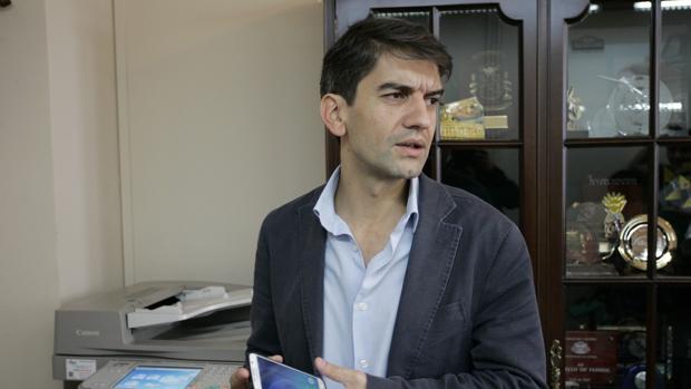El alcalde de Ferrol, Jorge Suárez, tras su comparecencia de ayer