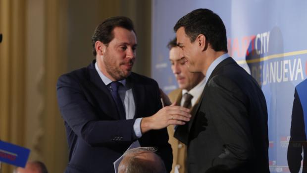 Puente saluda a Pedro Sánchez en una imagen de archivo