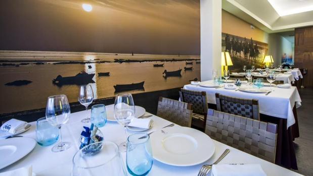 Sala del restaurante Surtopía