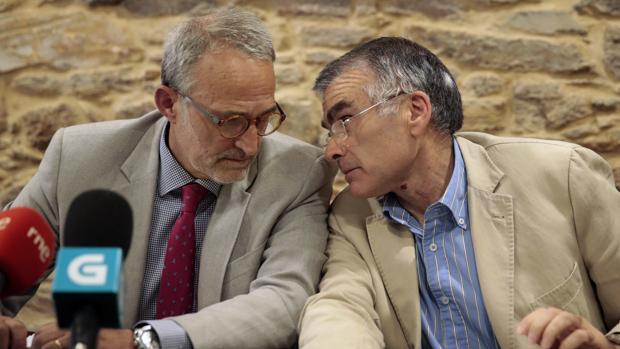El presidente saliente de la CEG, Antonio Diéter Moure, con el secretario de la comisión de Economía, Vázquez Freire