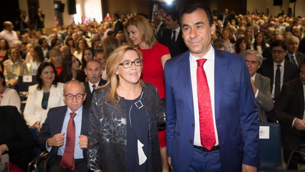 Mayte Martín y Fernando Martínez Maillo asisten al Día de la Provincia en Villardeciervos (Zamora)