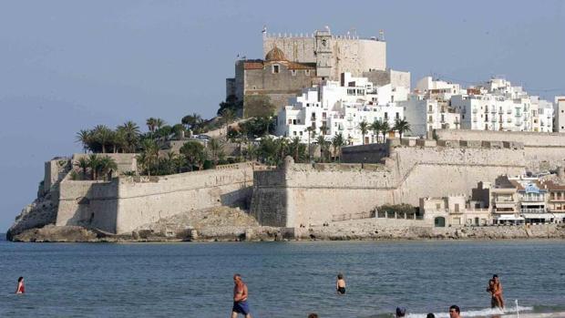 Imagen del municipio de Peñíscola, con el Castillo de fondo