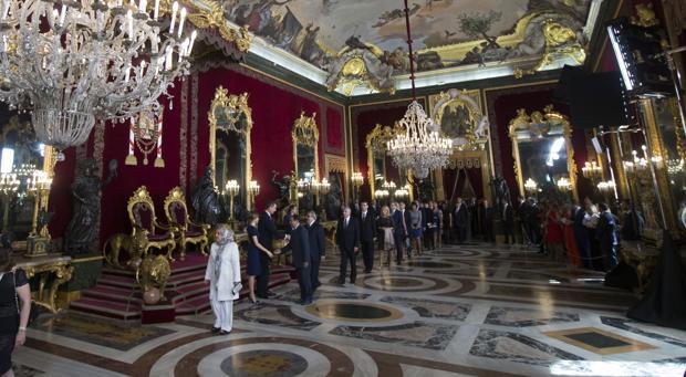 Los Reyes reciben a los invitados a la recepción de la Fiesta Nacional el 12 de octubre del año pasado